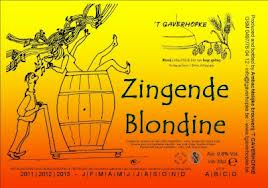 Zingende blondine
